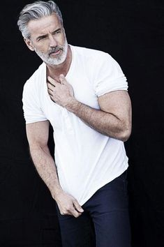 21 Best Ideas For Hair Men Fashion Silver Foxes Older Mens Hairstyles, Haircuts For Men, Cabelo Do Brad Pitt, Silver Foxes Men, Grey Hair Men, Grey Hair And Beard Styles, Grey Beards, Hommes Sexy, Mature Men