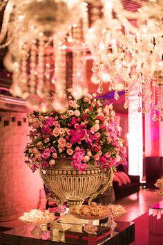 Festa de 15 anos de Giovanna Pompei: decoração inspirada na Victoria's Secret - Constance Zahn   15 anos