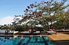 O Insólito Boutique Hotel & SPA está localizado em uma das mais belas praias de Armação de Búzios, a Ferradura. Envolve-se em um rochedo com uma visão privilegiada e agregadora, um casamento perfeito com a natureza e uma oração diária dos bons valores e da sustentabilidade. A simbologia completa-se em um sagrado relacionamento entre a cultura brasileira e a decoração. As temáticas são singulares em cada espaço, expressando as referências de artistas renomados como Anouck Barcat e Maneco…