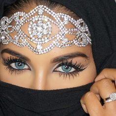 I need this headband in my life <3 So beautiful. And her lashes are real <3 Farah Dhukai on YouTube https://www.youtube.com/user/farahdhukai/ #eye #makeup #color #contacts #beauty Those blue colored contact lenses too, so pretty