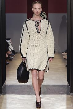 http://www.vogue.com/fashion-shows/fall-2016-ready-to-wear/sportmax/slideshow/collection
