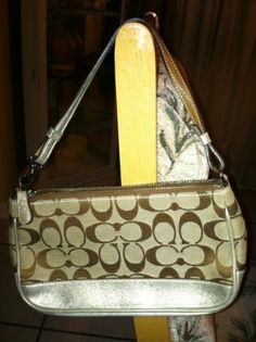 Classic Coach Purse - 052-1861 - EUC! This is a must have classic!!