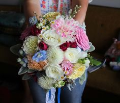 Light and bright bridal bouquet with dahlia - Rustic wedding flowers made by Amy's Flowers