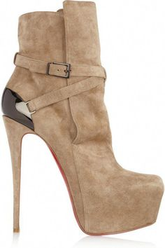a16c62880bfb This heel is 6 inches high and I am absolutely in love with these CL  platform boots.
