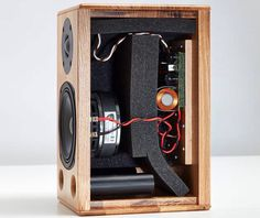 Pro Audio Speakers, Diy Speakers, Hifi Audio, Subwoofer Box Design, Speaker Box Design, Electronics Projects, Diy Electronics, Speaker Plans, Speaker System
