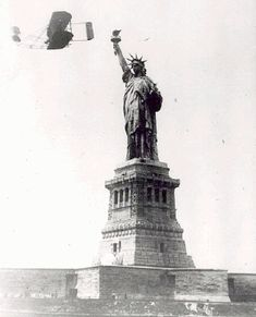 Wilbur Wright circles the Statue of Liberty in 1909