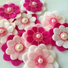 Handmade Felt Flower, 9 pcs, embellishments, Felt Applique on Etsy Felt Diy, Handmade Felt, Handmade Flowers, Felt Crafts, Fabric Crafts, Sewing Crafts, Felt Flowers, Fabric Flowers, Felt Decorations