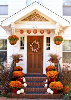 Mums make a striking statement in containers or in your fall garden. Here are tips for choosing mum colors and ideas for pairing mums with other fall favorites.
