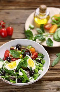 Salade niçoise vraie Regional, Salad Recipes, Healthy Recipes, French Food, Salad Bowls, Cobb Salad, Entrees, Food Porn, Cooking