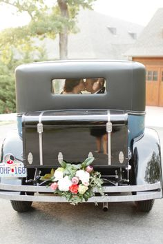 Vintage Car Decorated with Flowers | photography by http://www.christinebonnivierblog.com