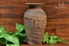 The Niloak Pottery began making arts and crafts ceramics in 1910 as the Eagle Pottery Company. Vase Shapes, Light Reflection, Swirl Design, Earth Tones, Pottery Art, Restoration, Arts And Crafts, Ceramics, Vintage