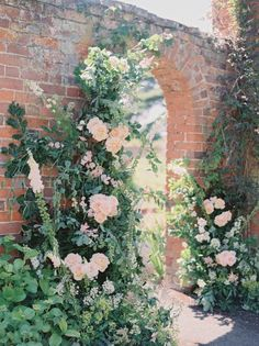 Here's Your Blueprint for a Perfect English Country Garden Wedding - There's nothing more quintessentially English than a walled garden and this English Country Gar - English Country Weddings, Country Garden Weddings, English Country Gardens, English Garden Weddings, Country Garden Decorations, Perfect English, Garden Wedding Inspiration, Garden Cottage, Pause