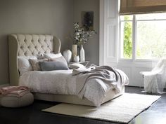 Descubra fotos de Quarto Clássico por Button & Sprung. Encontre em fotos as melhores ideias e inspirações para criar a sua casa perfeita.