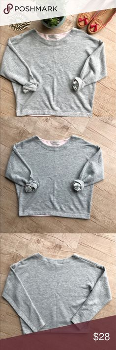 """Scotch & Soda Cropped Drop Shoulder Sweater * Scotch & Soda Madison Scotch Gray Cropped Sweater * 🌱sizing is an APPROXIMATE XS, please refer to measurements to ensure a proper fit!🌱 * Drop shoulder detail * Pink inner piping * Lightweight sweater material * BUST (laid flat, on one side) - 22"""" * LENGTH - 21"""" * 70% Cotton, 30% Polyester * please note, this item is in preloved condition, there is some small pilling.     * no trades/paypal/off cite transactions     * all measurements are…"""