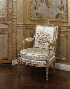 Marie Antoinette Arm Chair By George Jacob In Her Boudoir Fontainebleau The Of Chairs Have Carved Sphinx At Top Also Note Painted Winged