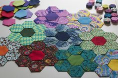 Hexagon flowers - need to make this. First I need to learn how to use a sewing machine!