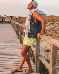 Mens Beach Shoes, Men Beach, Beach Photography Poses, Beach Poses, Travel Photography, Mode Masculine, Best Flip Flops, Elegant Man, Male Feet