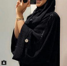 #Abaya Abaya Fashion, Modest Fashion, Modern Abaya, Black Abaya, Boutique Maxi Dresses, Abaya Designs, Hijabi Girl, Islamic Fashion, Hijab Chic