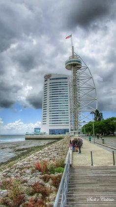 Foto: Torre Vasco da Gama - Parque das Nações  A torre Vasco da Gama é uma torre…