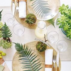 Love this table setting with the ferns under the glass plates, would look very cool at a Kiwi wedding! Via @regianedesign