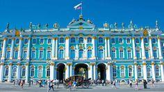 Vivi il fascino della terra degli zar, il nostro tour da Mosca a San Pietroburgo, passando da Sergiev Posad ti farà gustare i molti volti della Russia.