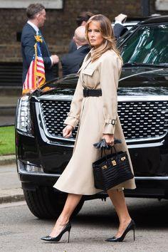 The designers First Lady Melania Trump has worn on the state visit to London Black Dress Coat, Fitted Black Dress, Carolina Herrera, Milania Trump Style, Trump Wedding, Trench Beige, Meghan Markle Wedding Dress, First Ladies, Trump Photo