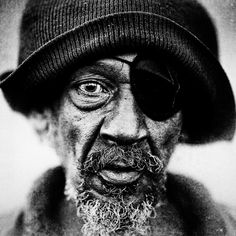 """""""Homeless People Portraits By Lee Jeffries. [These] black and white portraits are one of the most impressive examples of portrait photography project with full of emotion I have ever seen. Lee Jeffries, We Are The World, People Of The World, Photo Portrait, Portrait Photography, Black And White Portraits, Black And White Photography, Fotografia Social, Old Faces"""