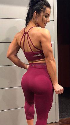 7f2754465f9bb Gymshark athlete, @kryssdesandre styles the Energy Seamless leggings and  sports bra in beet.