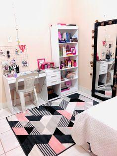 Room Design Bedroom, Girl Bedroom Designs, Room Ideas Bedroom, Home Room Design, Small Room Bedroom, Home Decor Bedroom, Study Room Decor, Cute Room Decor, Bedroom Decor For Teen Girls