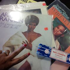Hectic past month needed something Therapeutic -#VinylJunkie Two #ArethaFranklin's Album's, one #WhitneyHouston & one #DorothyMoore... All under $3.99! #Vinyl #NagChampa