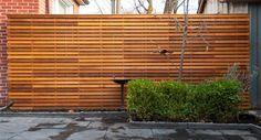 Horizontal slat screen fence