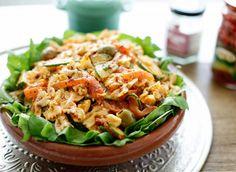 Het kan niet fout gaan met deze eenvoudige pastasalade. Een gemakkelijke zomerse salade die om simpele ingrediënten vraagt en die ik altijd bij de hand heb. Deze pastasalade is zo lekker en je kunt… Grilled Steak Salad, Honey Lime Dressing, Mediterranean Pasta Salads, Tuna Salad Pasta, Homemade Ketchup, Mexican Grill, Cupcakes, Bruschetta, Pesto