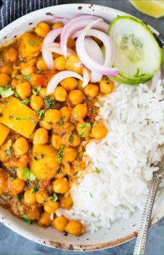 Chickpea curry with potato or Chana Aloo packed with Indian flavors nutritious and needs less than 30 minutes to make. This one pot chickpea curry is best served with rice or naan Chickpea Recipes, Vegetarian Recipes Dinner, Vegan Dinners, Lunch Recipes, Easy Dinner Recipes, Vegan Recipes, Easy Meals, Cooking Recipes, Chickpea Meals