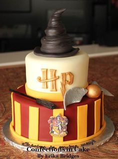Some Cool Harry potter cakes / Harry potter themed cakes for Harry Potter's … Einige coole Harry-Potter-Kuchen / Harry-Potter-Kuchen für Harry-Potter-Fans. Bolo Harry Potter, Gateau Harry Potter, Harry Potter Birthday Cake, Harry Potter Food, Harry Potter Cupcakes, Harry Potter Parties, Harry Potter Theme Cake, Harry Potter Wedding Cakes, Harry Potter Baby Shower