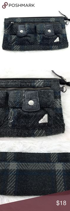 """💕SALE💕Roxy Gray Clutch Adorable Roxy Gray Tweed Clutch Outside Pockets inside Zippered Compartment Credit Card Slots 10""""W x 6""""H Roxy Bags Clutches & Wristlets"""