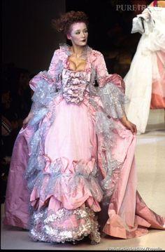 Vivienne Westwood. Robe du soir prêt-à-porter automne/hiver 1995/96. Satin…