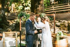 Vintage rustic wedding ceremony space | Image by Seth & Kaiti Photography