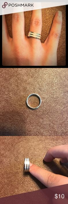 Premier Design Ring NWOT This size 8 Premier Design Ring is NWOT! The white and silver Design are simple but beautiful. Ships same or next day from a smoke free home! Premier Designs Jewelry Rings