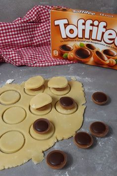 Toffifee in cookie dough – these cookies surprise everyone – dessert Cupcake Recipes, Cookie Recipes, Snack Recipes, Dessert Recipes, Berry Smoothie Recipe, Easy Smoothie Recipes, Coconut Milk Smoothie, Homemade Frappuccino, Fall Desserts