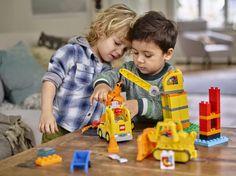 LEGO DUPLO 10813 Grosse Baustelle https://www.spielzeug24.ch/ki/Duplo-Baustelle-6335918.html Kleine Bauarbeiter werden diese 3 Baumaschinen zum Zusammenbauen lieben. Ebne die Baustelle mit der Planierraupe, bevor du neues Baumaterial vom Kipplaster rutschen lässt. Benutze dann den Kran mit dem Greifer an dem beweglichen Arm, um Steine hochzuhieven.