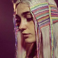 HAIR TAPESTRIES | new hair and beauty trend. Inspo from @thefoxandthehair 👌🏼 #trendstop #trend #beauty #hair #hairtapestry #tapestry #festival #inspo #colour #stripe