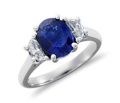 Bague diamant en forme de demi-lune et saphir bleu en platine (9x7mm)