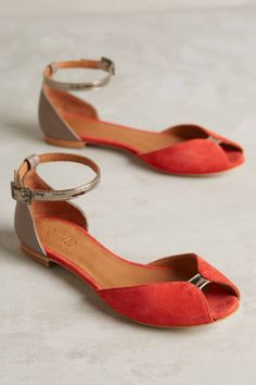 Anthropologie's New Arrivals: Sandal Season Juliette+Glitter+Flats+by+Emma+Go Cute Shoes, Me Too Shoes, Daily Shoes, Shoe Boots, Shoes Sandals, Flat Shoes, Flat Sandals, Red Flats, Women's Flats