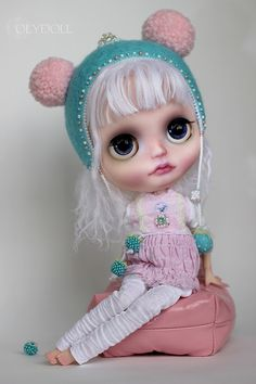 -mmm....Mommy, where are you ....? (OlyDoll) Tags: art toy outfit doll dress pants handmade ooak helmet cotton dresses blythe artdoll custom oly olydoll olydolls