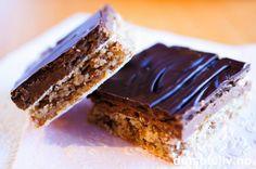 Mandelbunn:       Sjokoladekrem:          Sjokoladeglasur:   400 g mandler      250 g smør           ...