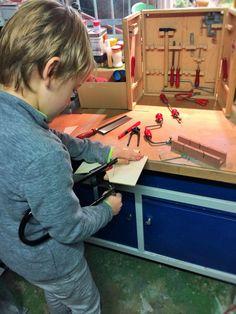 Laubsägen: Kindheitserinnerungen ans Werken in der Schule