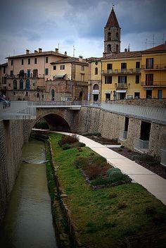 In de provincie Umbria, ten noorden van Perugia ligt het plaatsje Umbertide.