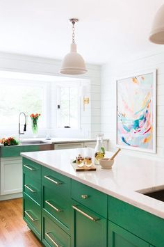 Green décor accents | Modern kitchen inspiration | Photo by Alyssa Rosenheck ♥ visit www.wishtank.co.za for more home décor ideas and inspiration
