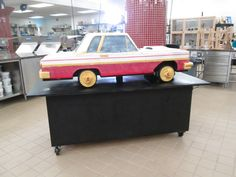 lowrider car cake with hydraulics. Carlos Bakery, Buddy Valastro, Types Of Cakes, Crazy Cakes, Cake Boss, Cupcake Cakes, Cupcakes, Love Cake, Other Recipes