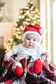 Cute baby's First Christmas pic ideas -how to photograph baby in front of christmas tree lights Christmas Tree Pictures, Diy Christmas Lights, Family Christmas Pictures, Christmas Trees, Merry Christmas, Babies First Christmas, Christmas Baby, Christmas Crafts, Christmas Quotes